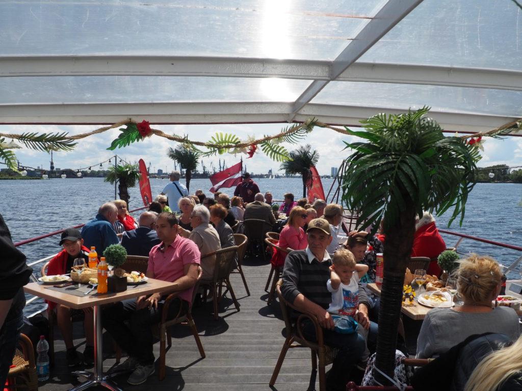 LJS biedri, svinot jūras svētkus uz kuģīša Vecrīga (13.07.2019)