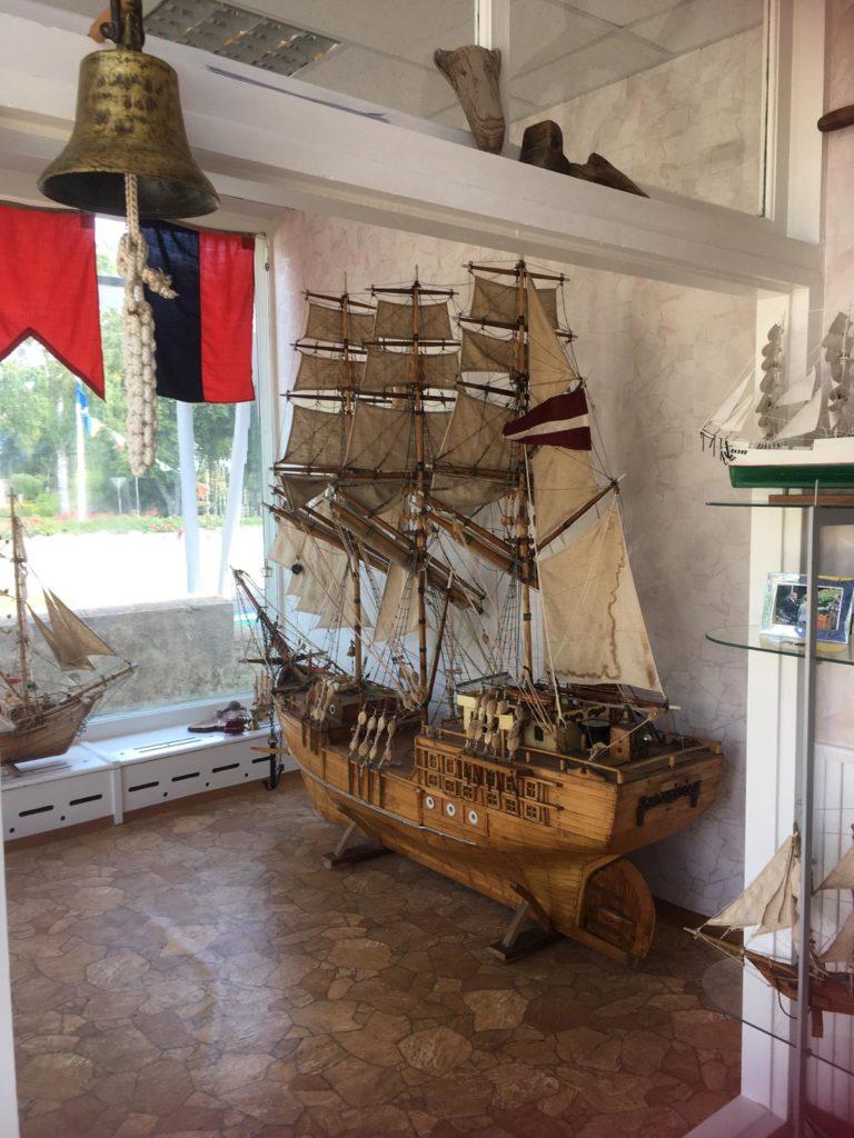 L. Veidemaņa darinātais buru kuģis