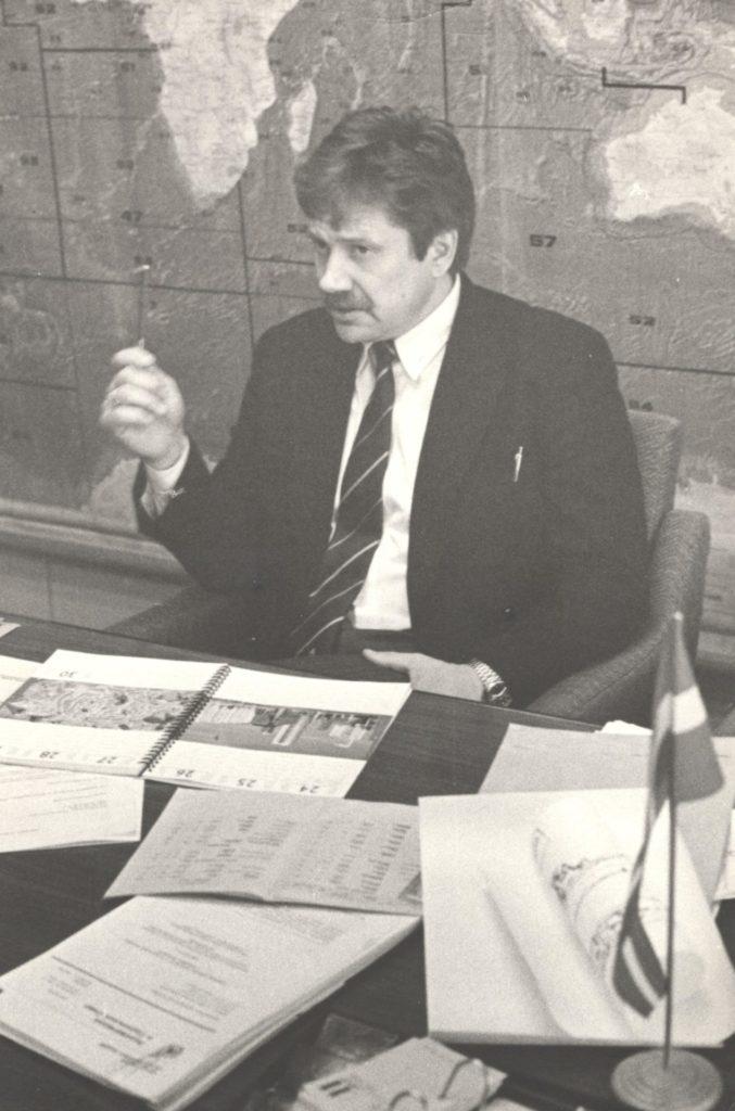 1994.gads. Satiksmes ministrijas Jūrlietu departamenta direktors Imants Sarmulis.